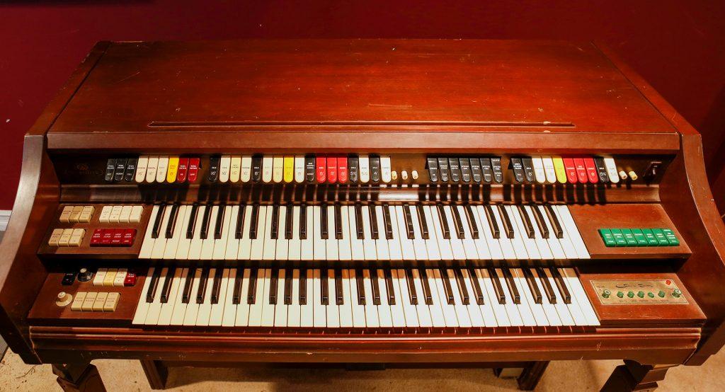 wurlitzer vintage organ keyboard