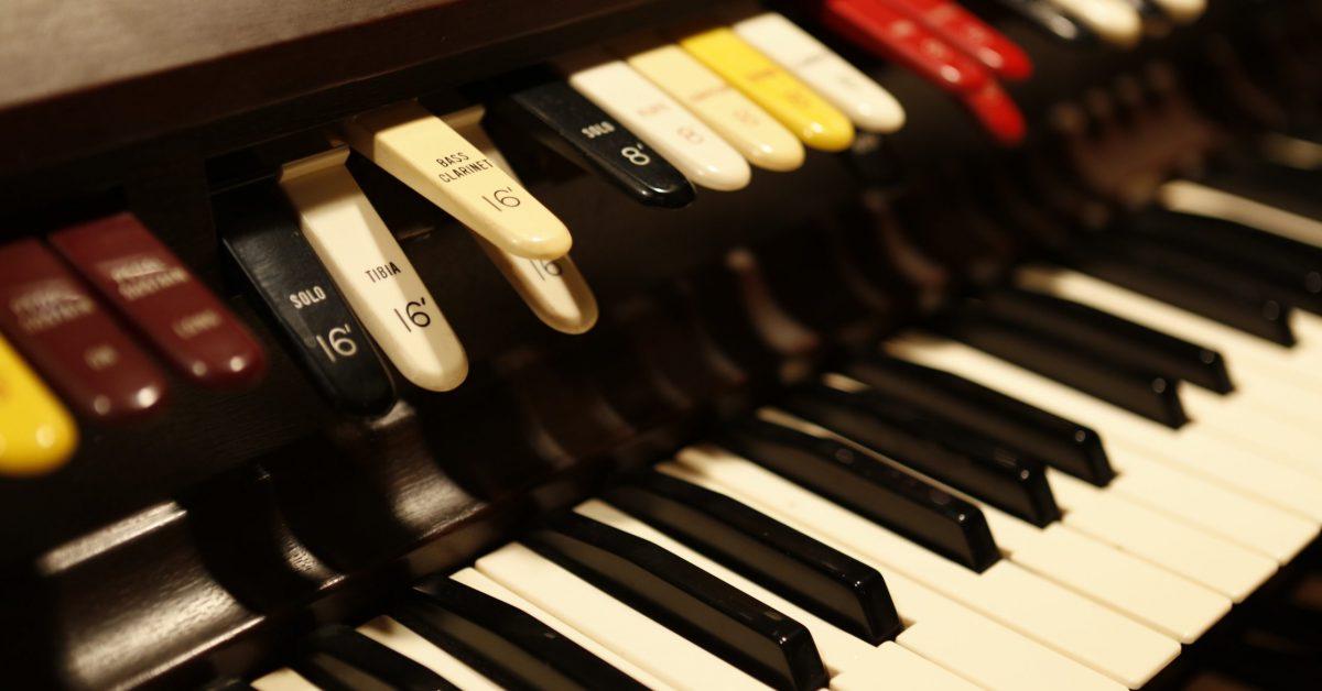 keys and stops of a wurlitzer 4300 organ