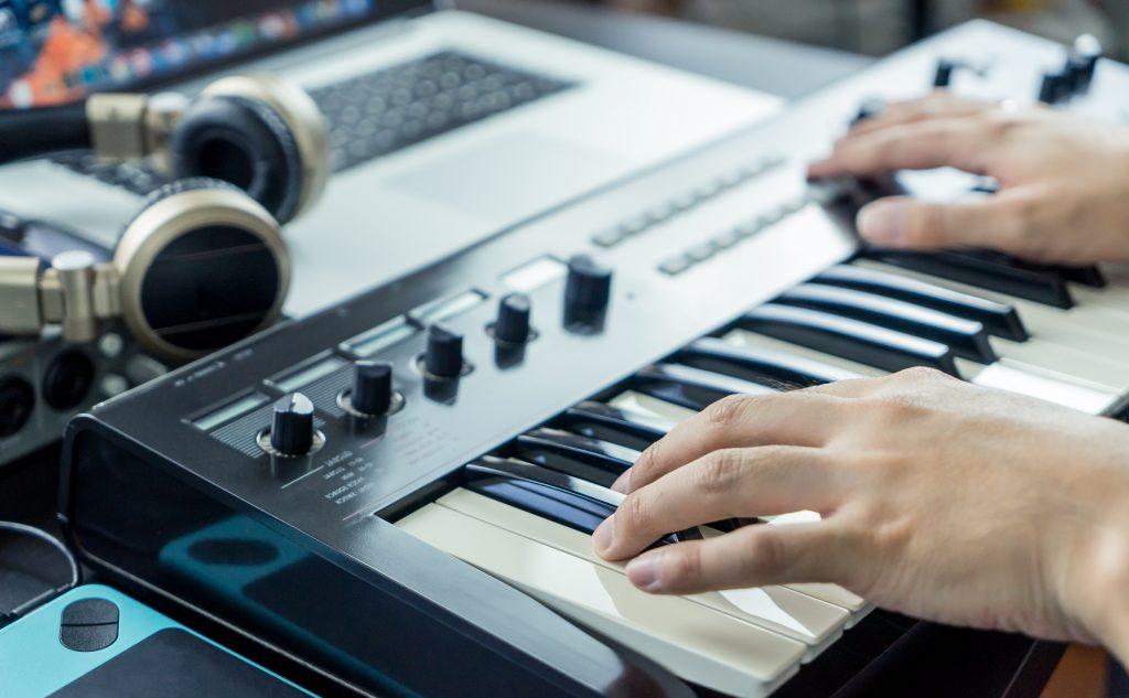 playing a midi keyboard